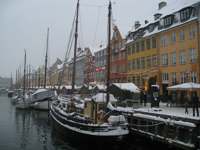 christmas-market-in-nyhavn-harbour